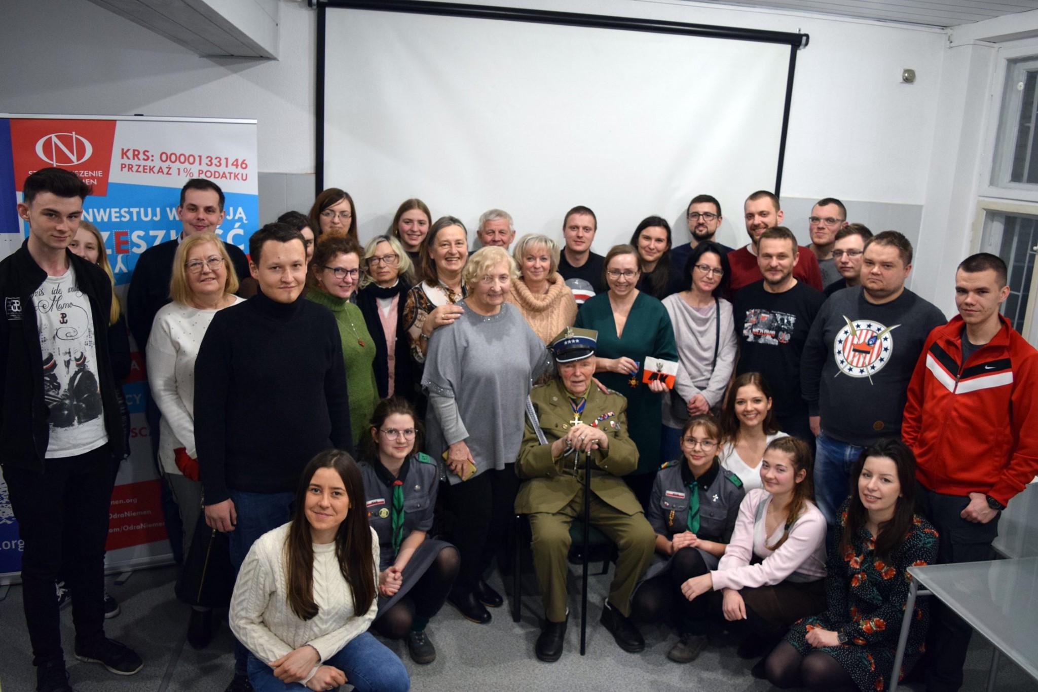 kpt Eugeniusz Siemaszki w siedzibie Odra-Niemen